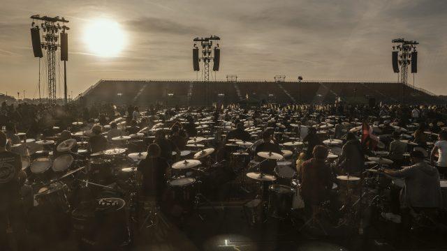Outline e Powersoft elettrizzano la più grande rock band al mondo – Rockin'1000